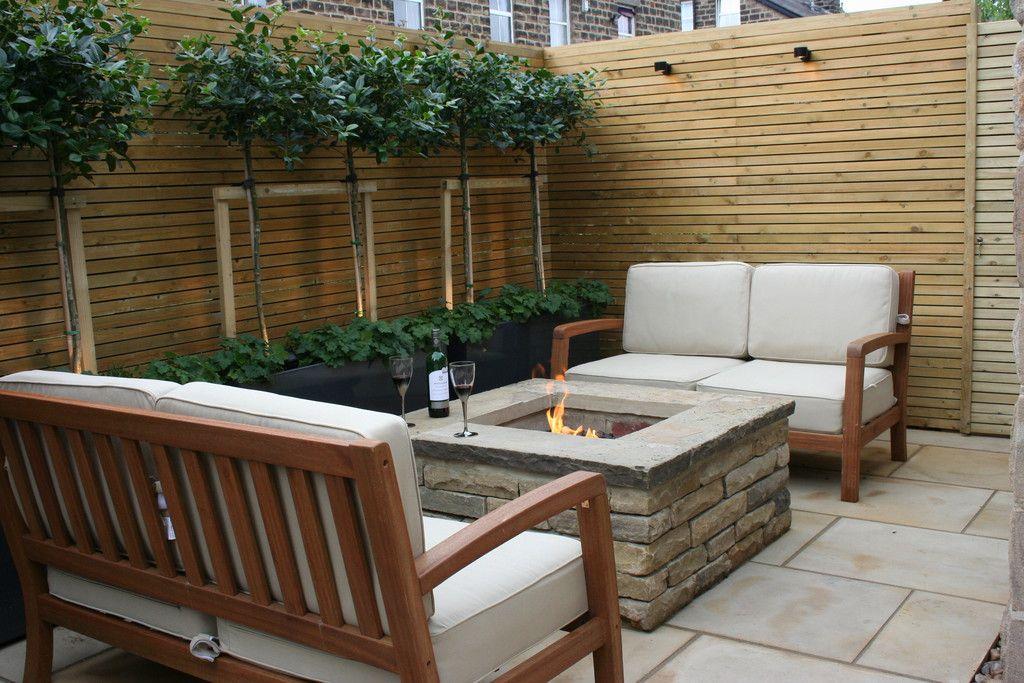Urban courtyard for entertaining modern garden by bestall