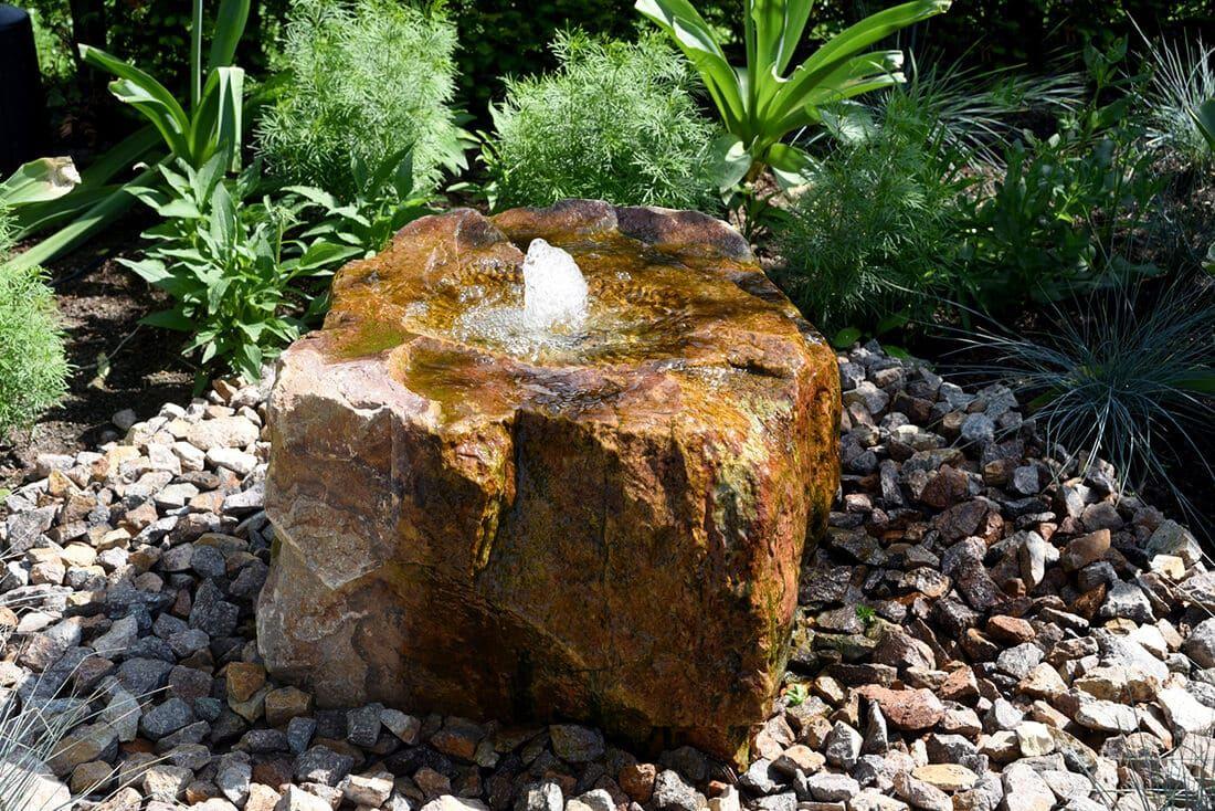 Findling Als Quellstein Brunnen Garten Springbrunnen Garten Quellstein