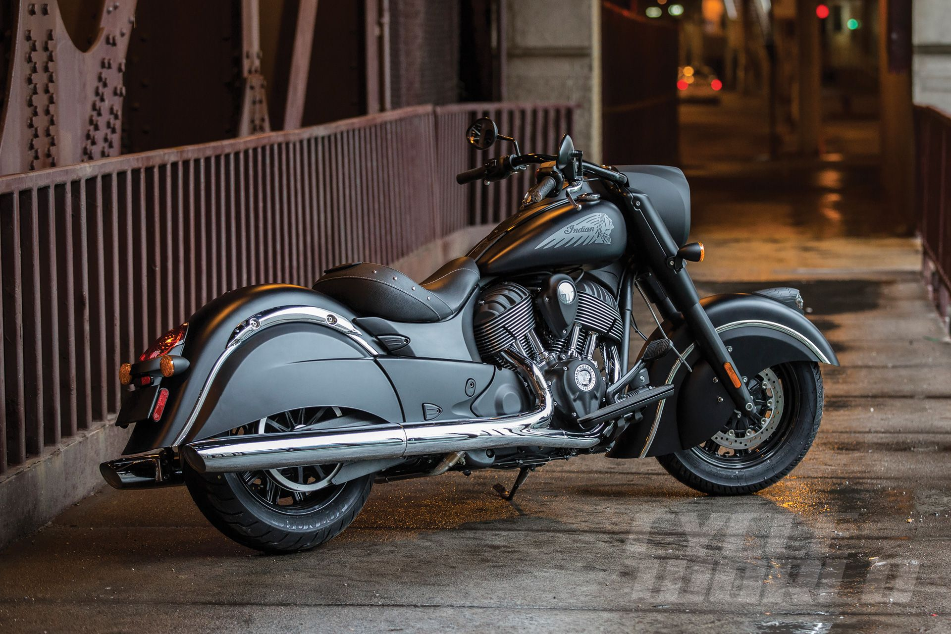 Indian Chief Motorcycle Goes Dark Indian Dark Horse Cruiser