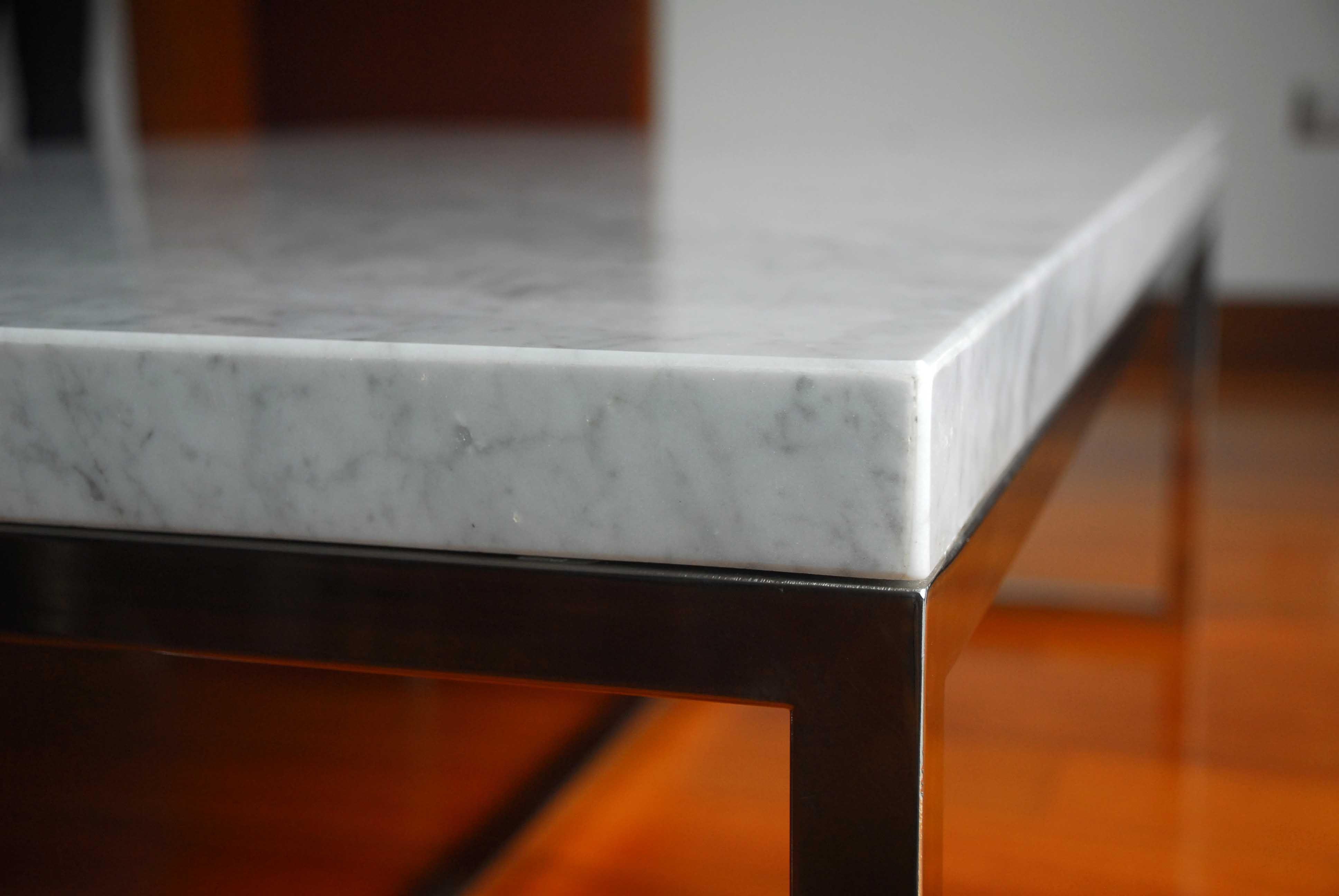 mesa de centro, marmol carrara y acero inoxidable | jardin