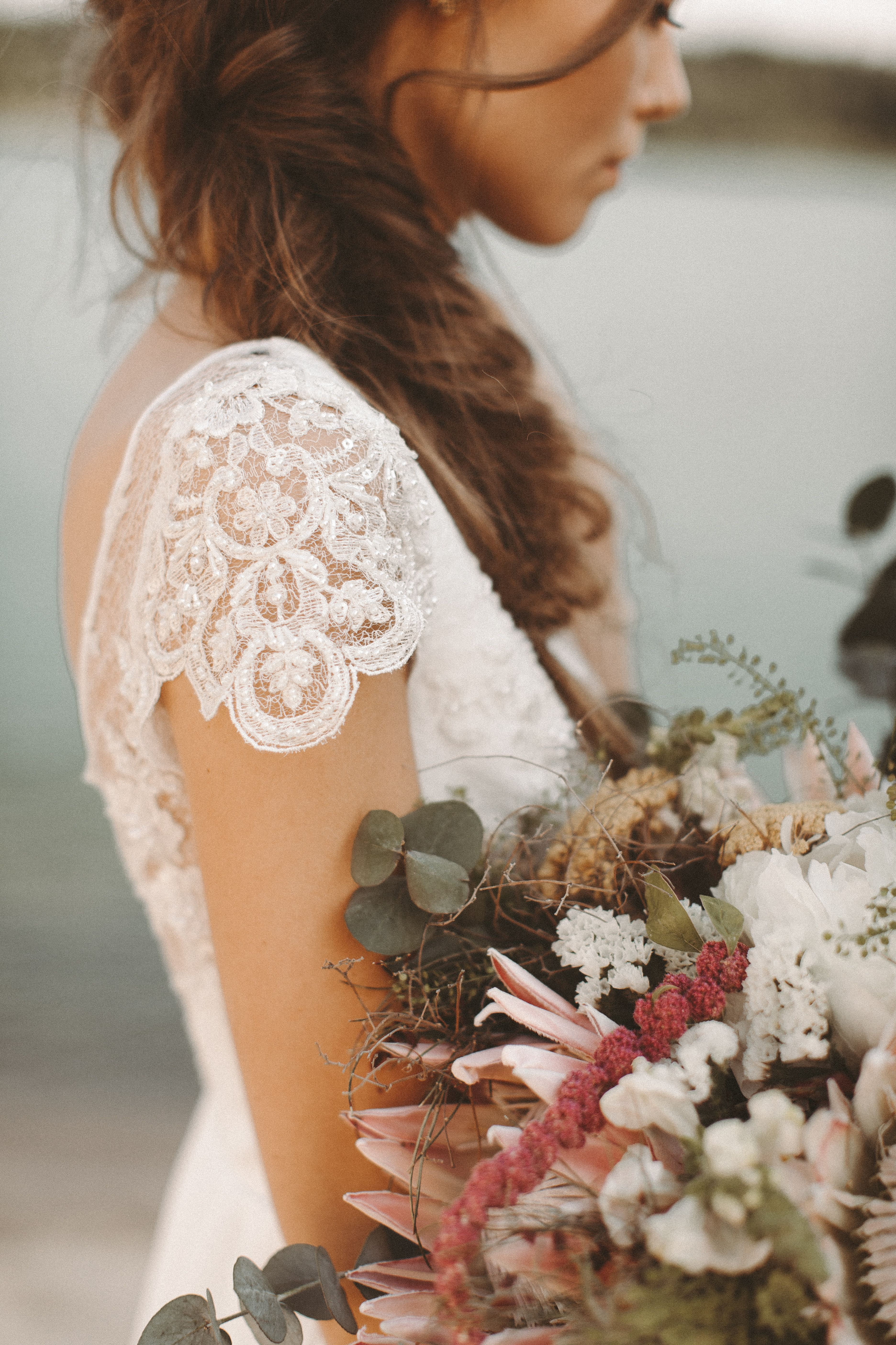 Vestido de novia que fluye escote trasero de encaje vestido de novia boho vintage