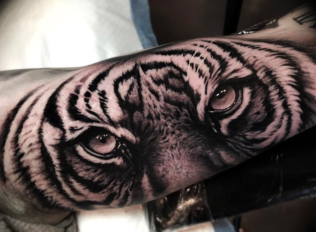 Rather Large Tiger Eyes On Inner Bicep Thanks For Making The Trip From Sunny London For This Arm Tattoos Tiger Half Sleeve Tattoos For Guys Tiger Eyes Tattoo