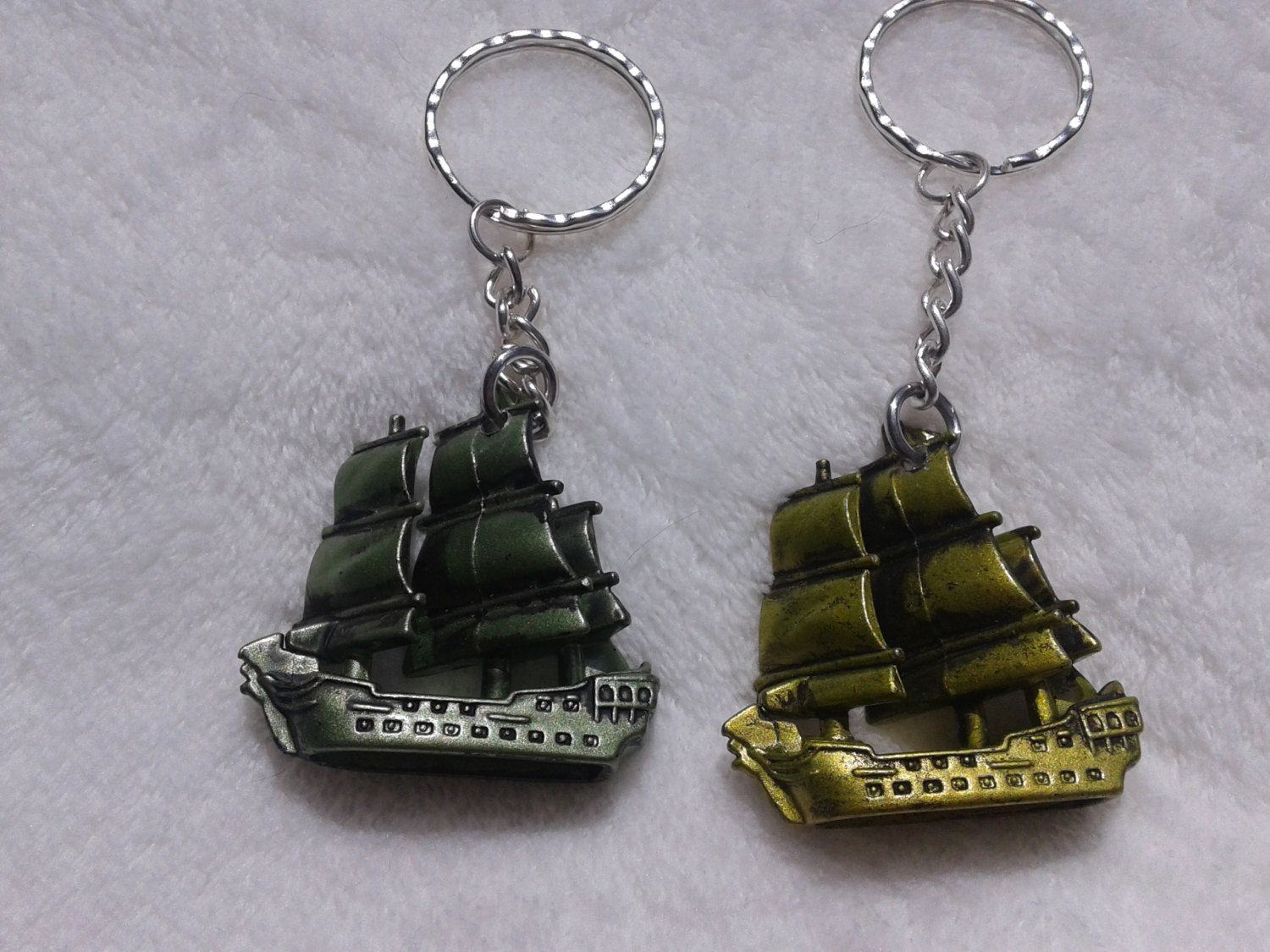 2 pc pirates of the caribbean black pearl keychain keyring