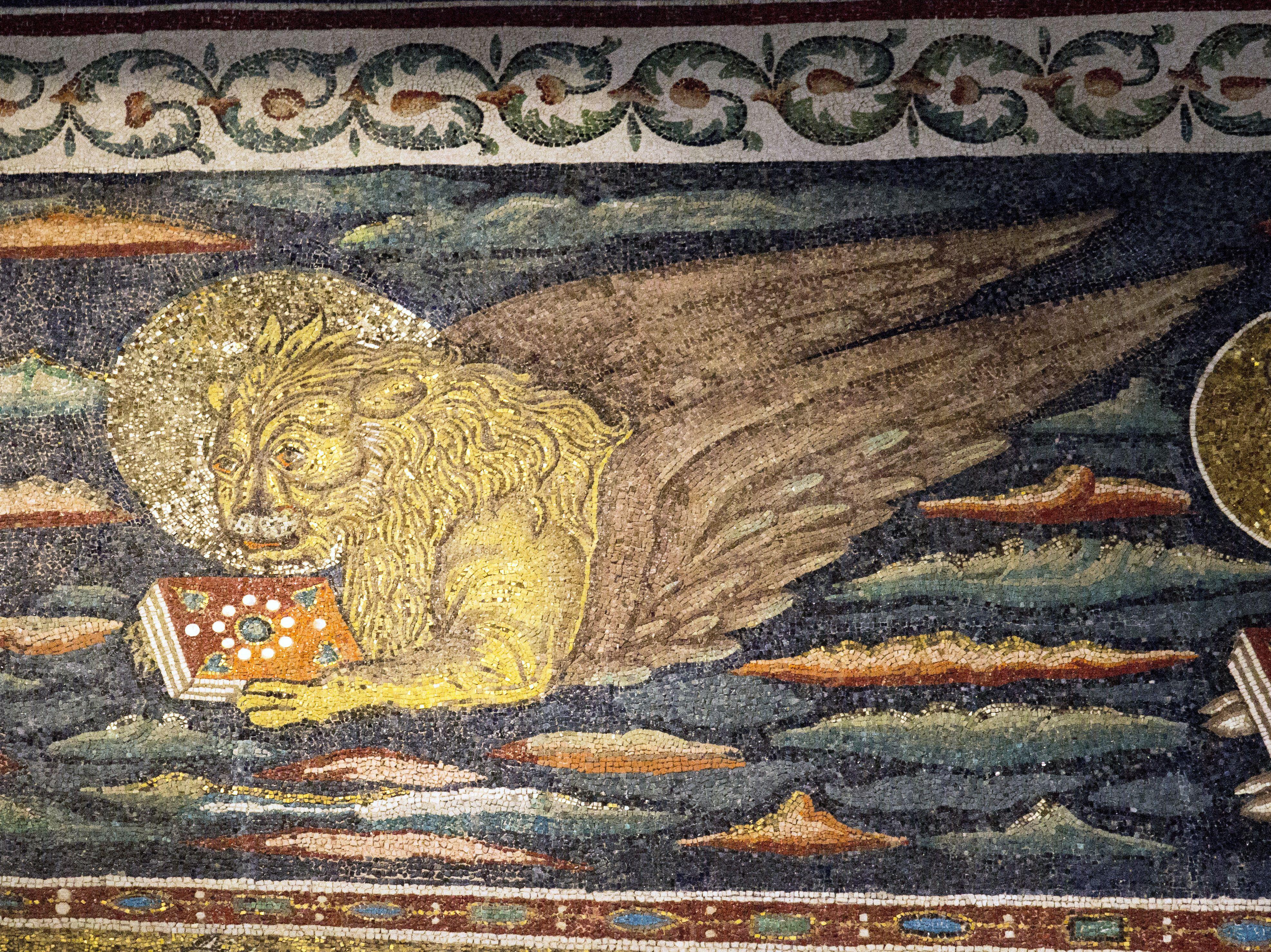 Basilica di Sant'Apollinare in Classe. Il mosaico del registro superiore dell'arco trionfale. Il leone - Il simbolo dell'Evangelista Marco. 535-549