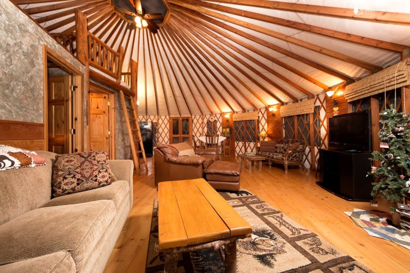 Spacious PetFriendly Yurt in Smith River National