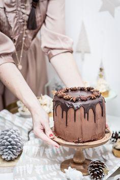 Schokoladen-Lebkuchen-Torte als Dessert für ein weihnachtliches Festmahl
