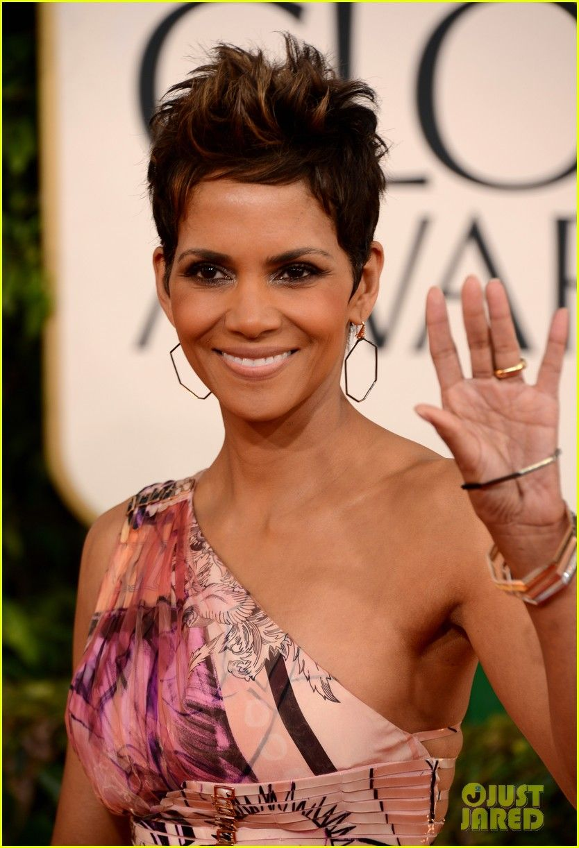 Halle berry golden globes red carpet halle berry