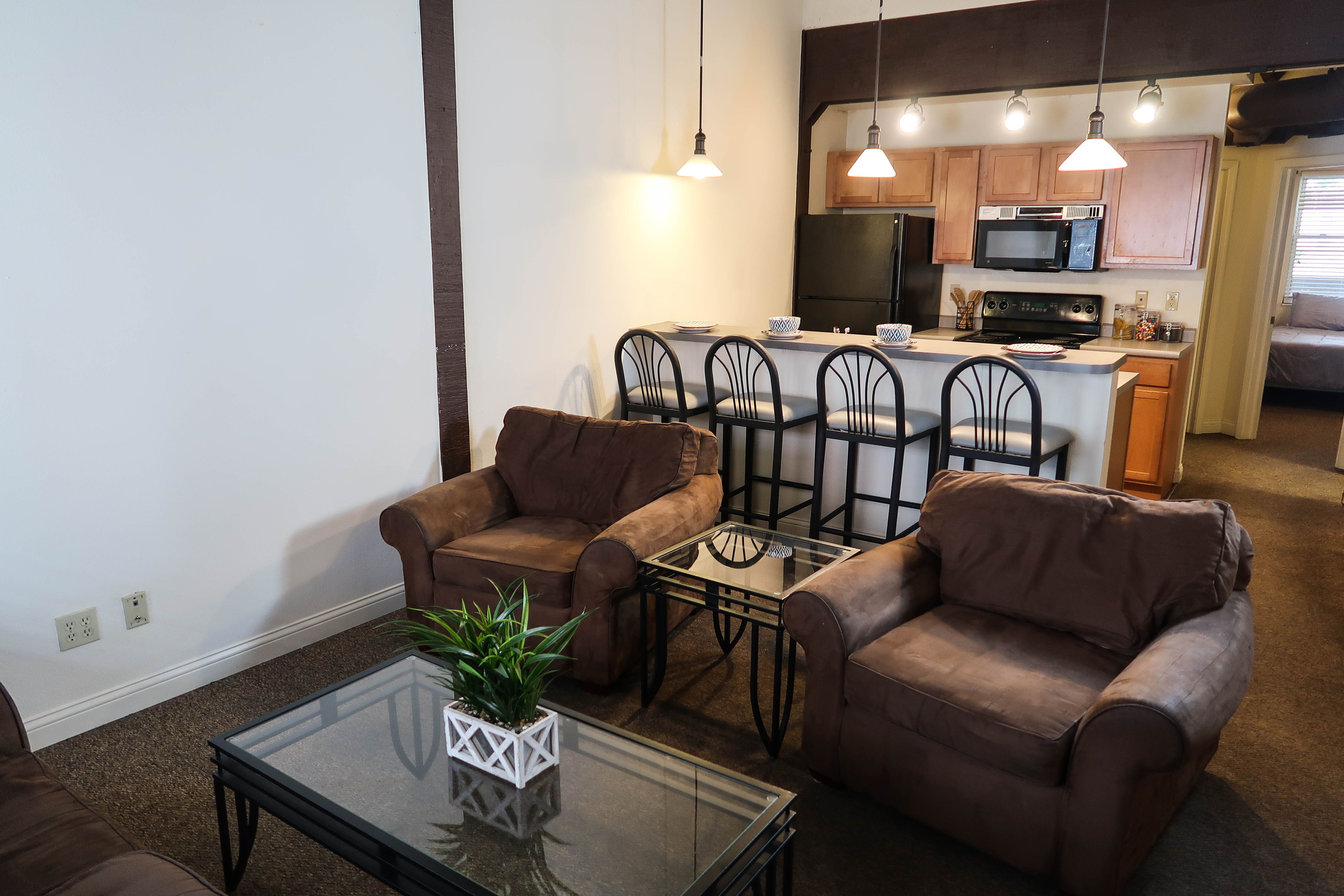 These Spacious Four Bedroom Apartments Are Located Just Minutes From The University Of Illinois Urbana Champaign Main Quad Apartment Bedroom Apartment Spacious