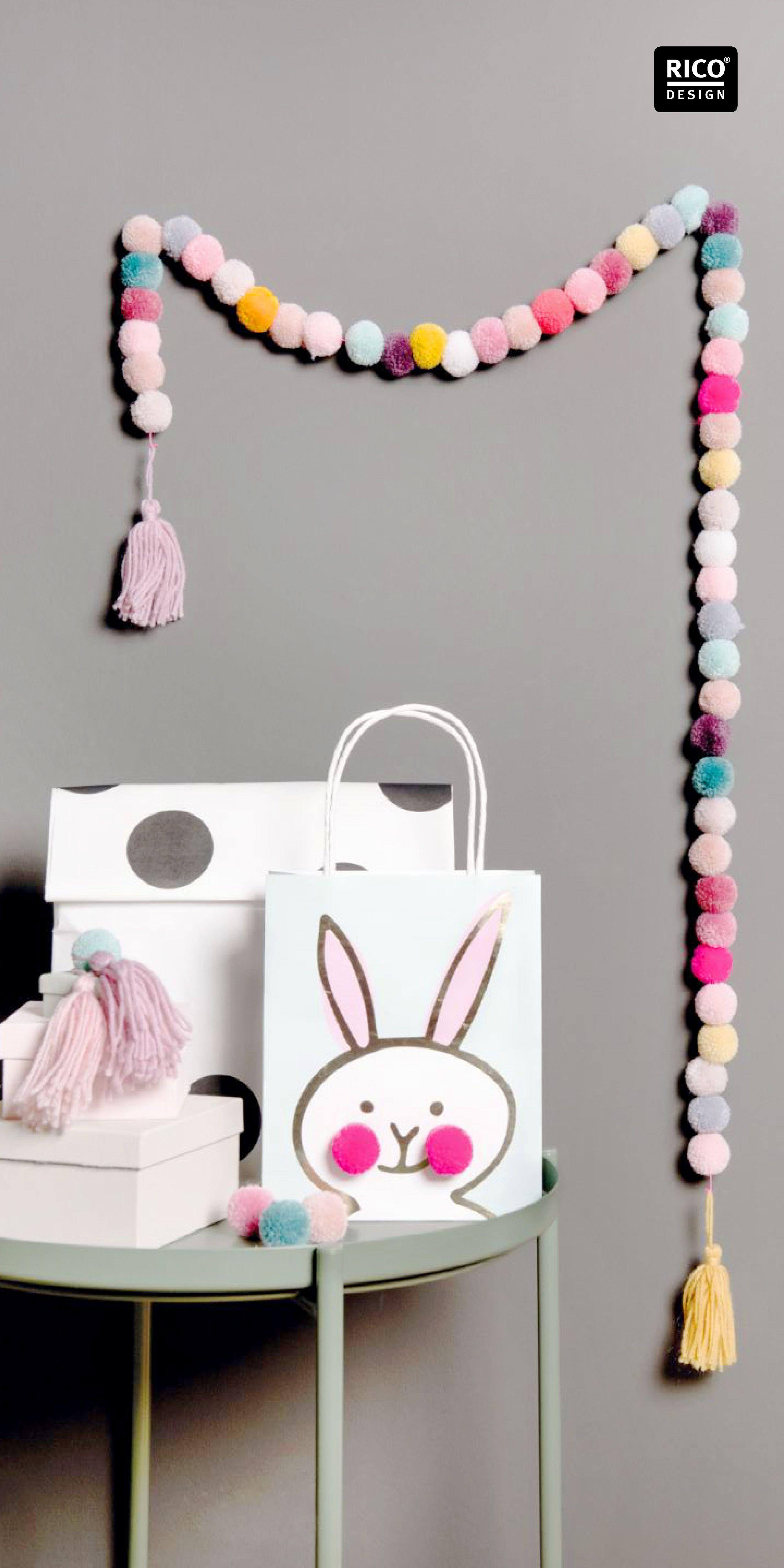 Dekorative Girlande Aus Pompons Und Quasten Selber Basteln Yarn Pom Pom Pom Pom Mobile Pom Pom Projects