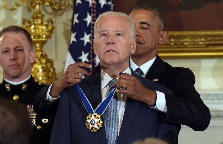 Joe Biden Awarded The Presidential Medal Of Freedom By The President Barack Obama Family Memes Joes
