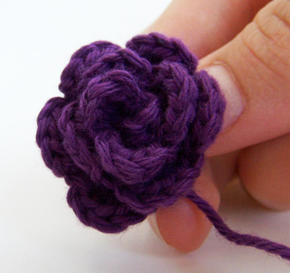 Small Flower Knitting Pattern : Small Rosette Crochet Flower FREE Pattern !! easy going to use on baby items ...
