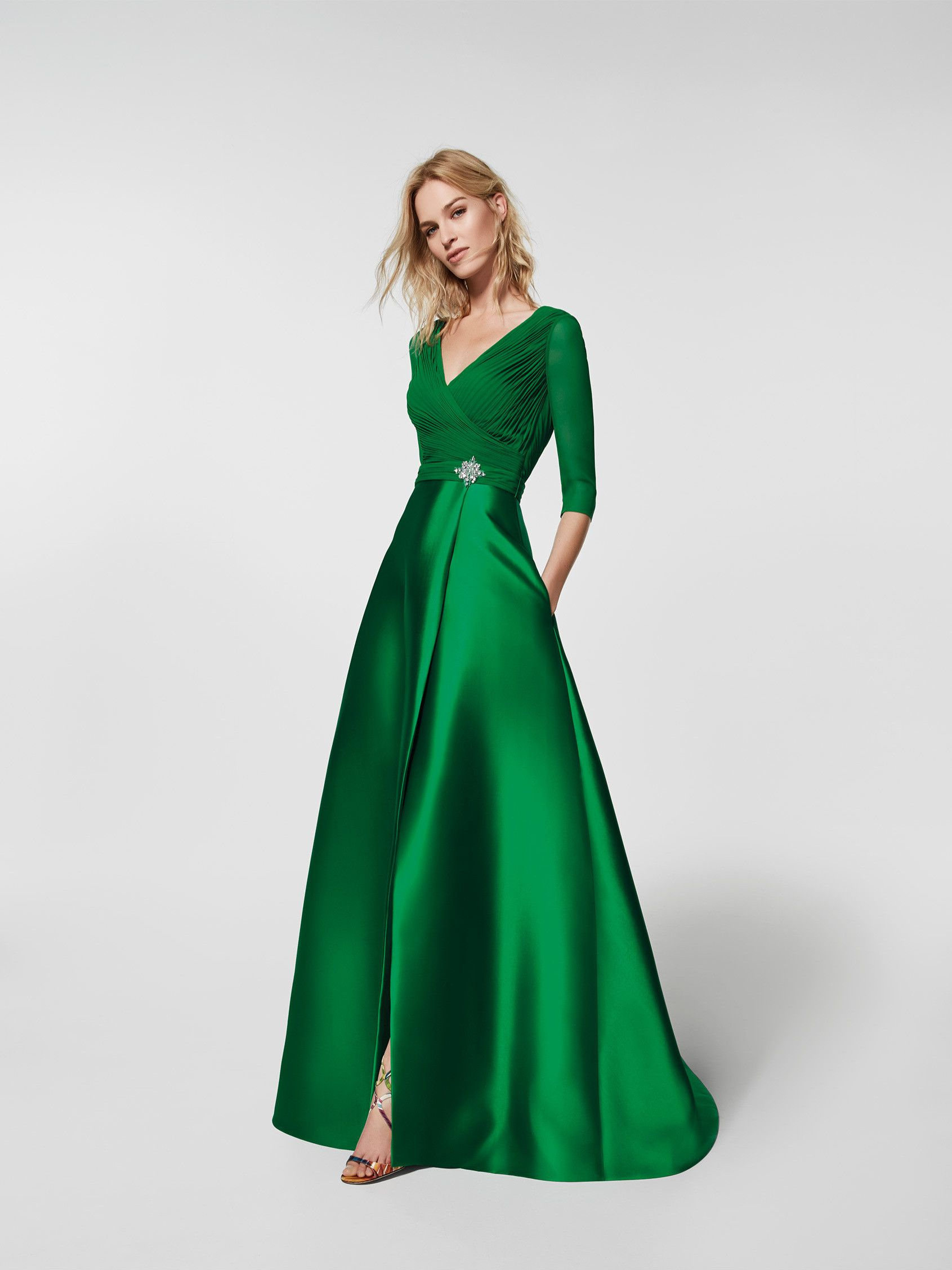 Vestido de festa (modelo GRACIELA) verde com um decote em bico à ...