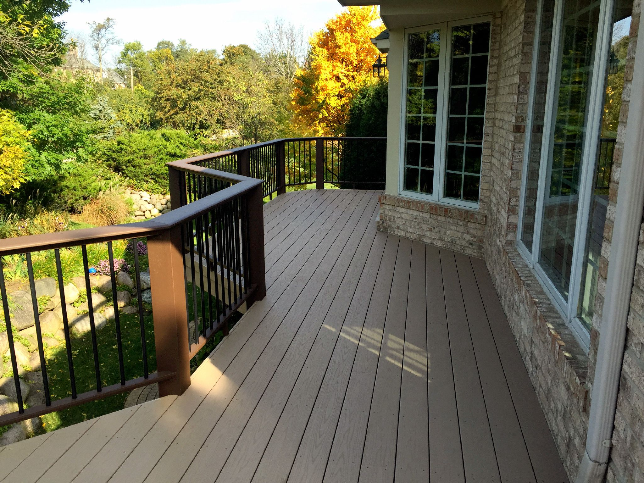 posite AZEK Deck with TimberTech Evolutions Contemporary Rail