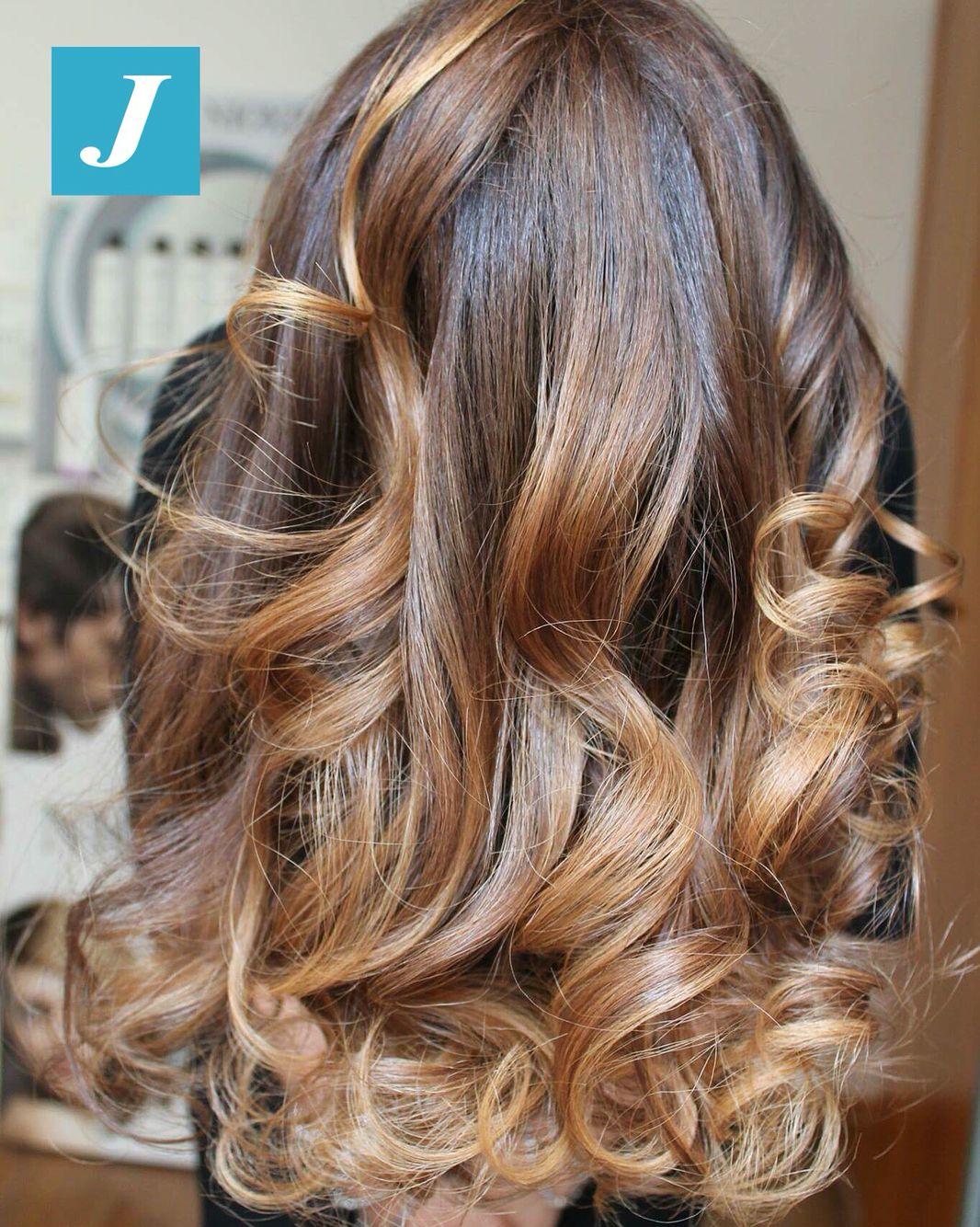 Le nostre amiche ci chiedono capelli sani e un colore bellissimo e non artefatto...e noi proponiamo loro il Degradé Joelle! #cdj #degradejoelle #tagliopuntearia #degradé #igers #musthave #hair #hairstyle #haircolour #longhair #ootd #hairfashion #madeinitaly #wellastudionyc