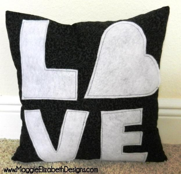 Easy Pillow Ideas: 10 FREE Pillow Patterns to Sew   Sewing patterns  Pillows and Patterns,