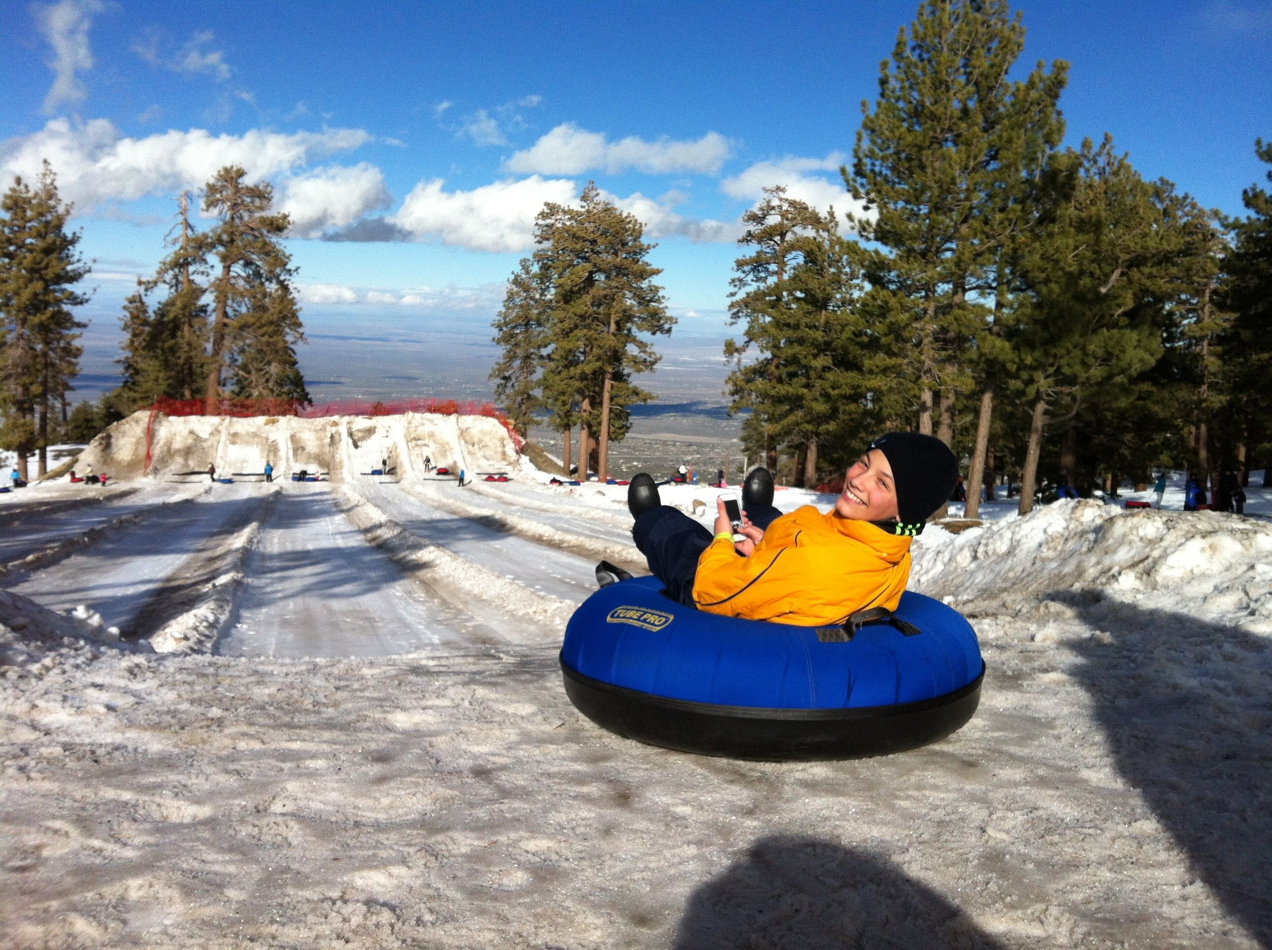 Snow Sledding Or Tubing Spots Near Los Angeles For Socal Kids Mommy Poppins Things To Do With Kids In 2020 Snow Adventure Snow Sled Baby In Snow