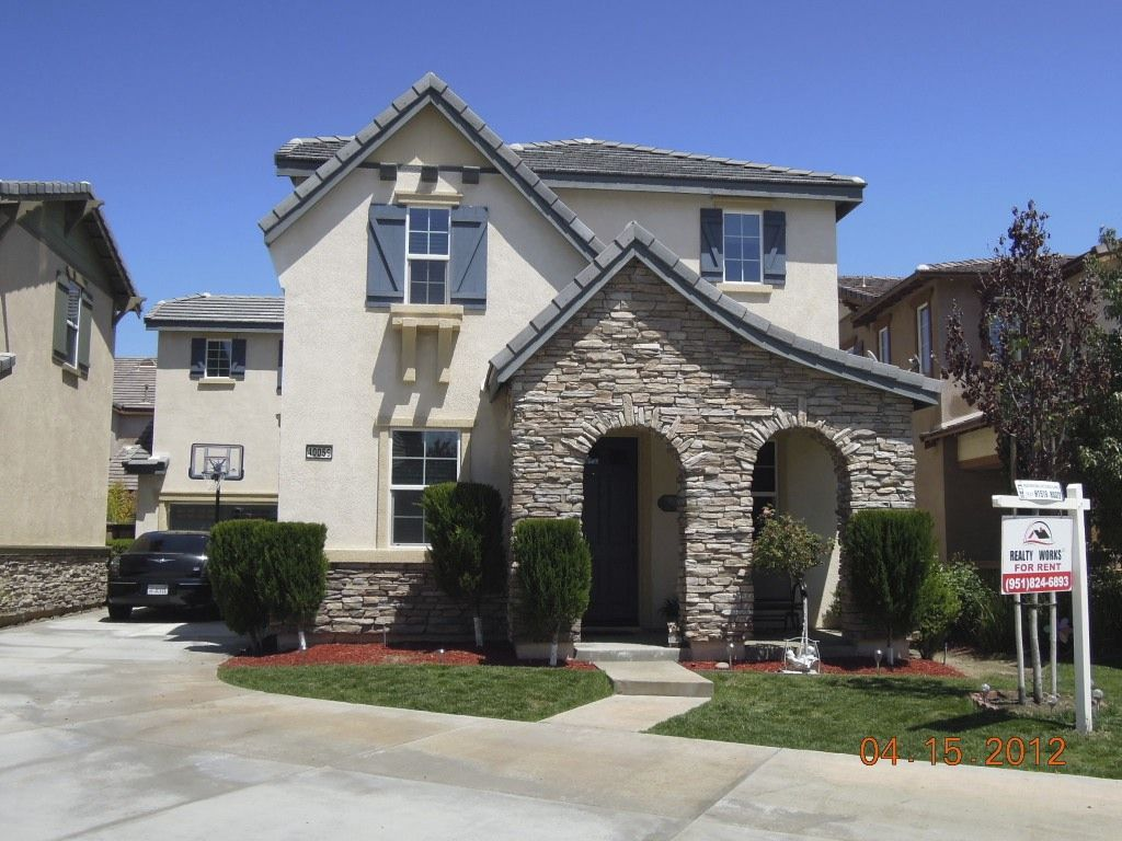 This Photo Is Of A 4 Bedroom Home For Rent In Temecula Ca Available June 2012 For 1 995 Per Month Renting A House House Styles House