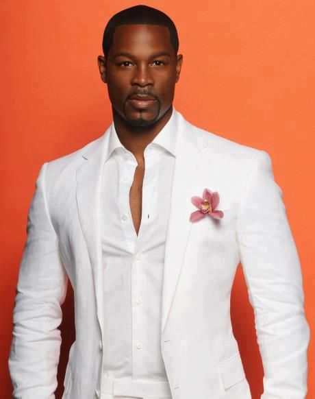 I NEVER SEEN A WHITE SUIT LOOK SO DAMN GOOD .  a23f541d518