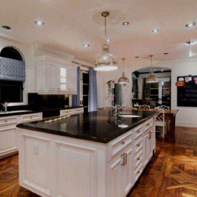 Celebrity Houses And Real Estate Tori Spelling Home Tuscan Kitchen Tori Spelling