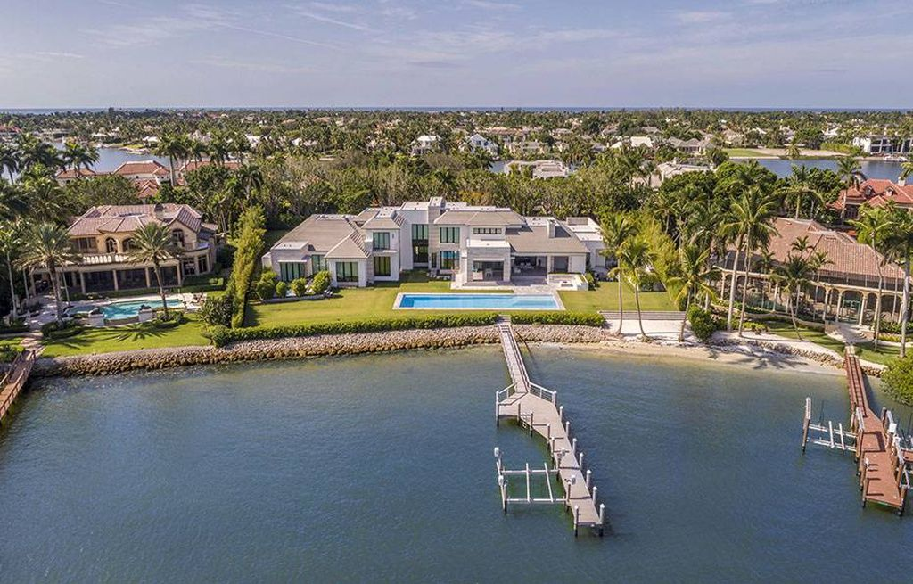1777 Galleon Dr Naples Fl 34102 Mls 219002892 Zillow Waterfront Homes Waterfront Property Mansions Homes