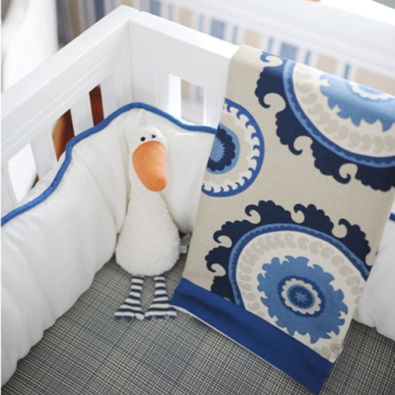 Love the combo of blues, white and khaki in this crub bedding ...