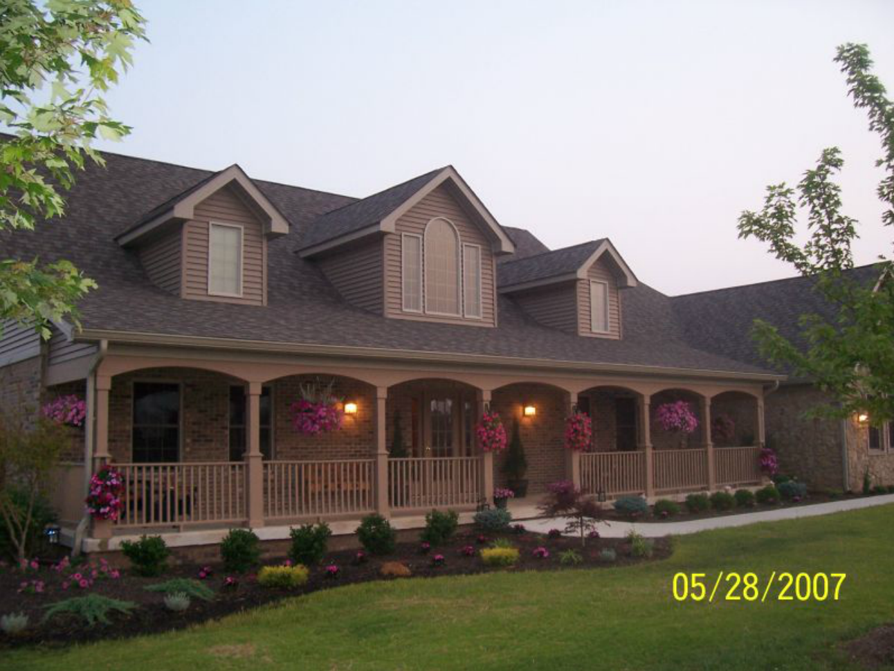 Midwest residential landscaping example columbus in for Midwest living house plans