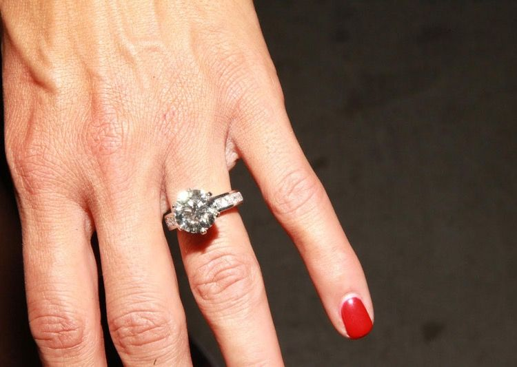 how much does nikki bellas engagement ring cost plus see her gorgeous sparkler - How Much Do Wedding Rings Cost