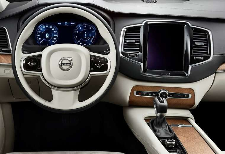 2017 Volvo XC90 interior steering wheel and dashboard | Volvo ...
