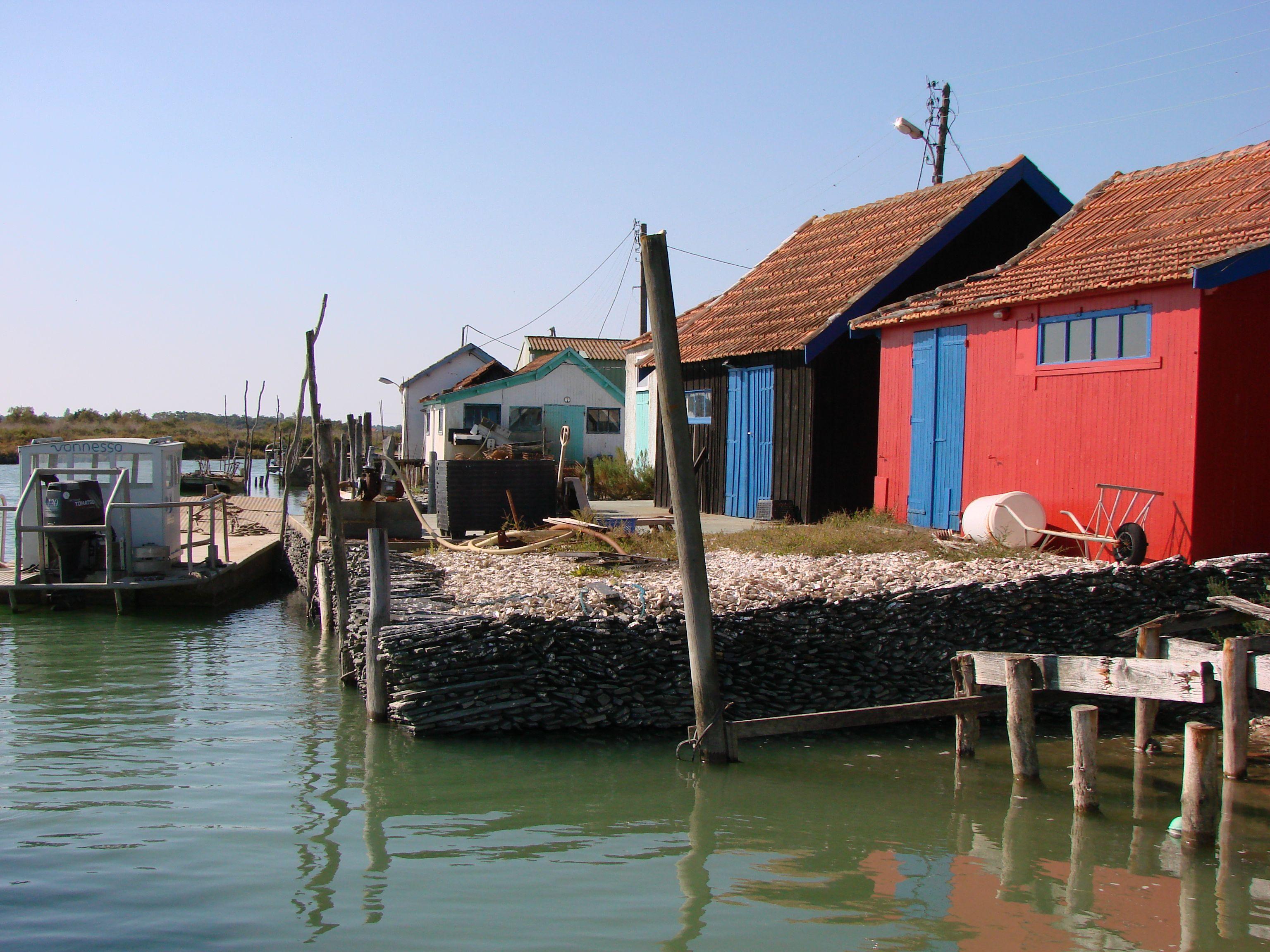 Les Cabanes De Pecheurs Multicolores Le Bassin Marennes Est