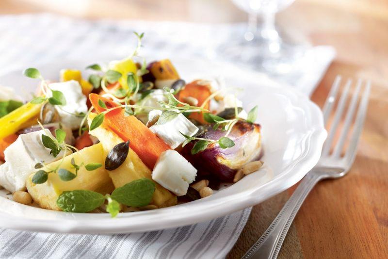 Lämmin vuohenjuusto-juuressalaatti | K-ruoka #kasvisruoka #kasvisresepti