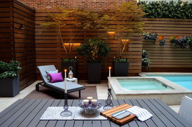 amenagement petit jardin brise vue bois piscine chaise longue plantes terrasse. Black Bedroom Furniture Sets. Home Design Ideas