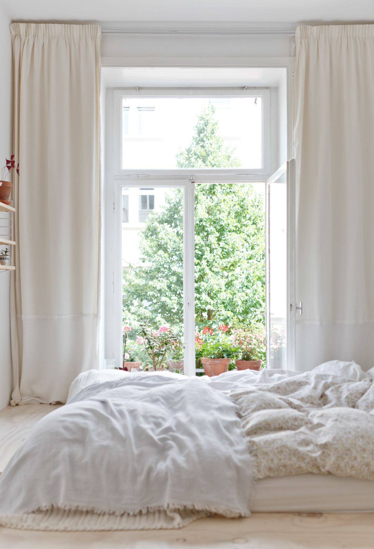 Bright and comfy // The Kinfolk Home Tours: The Pale Palace ...
