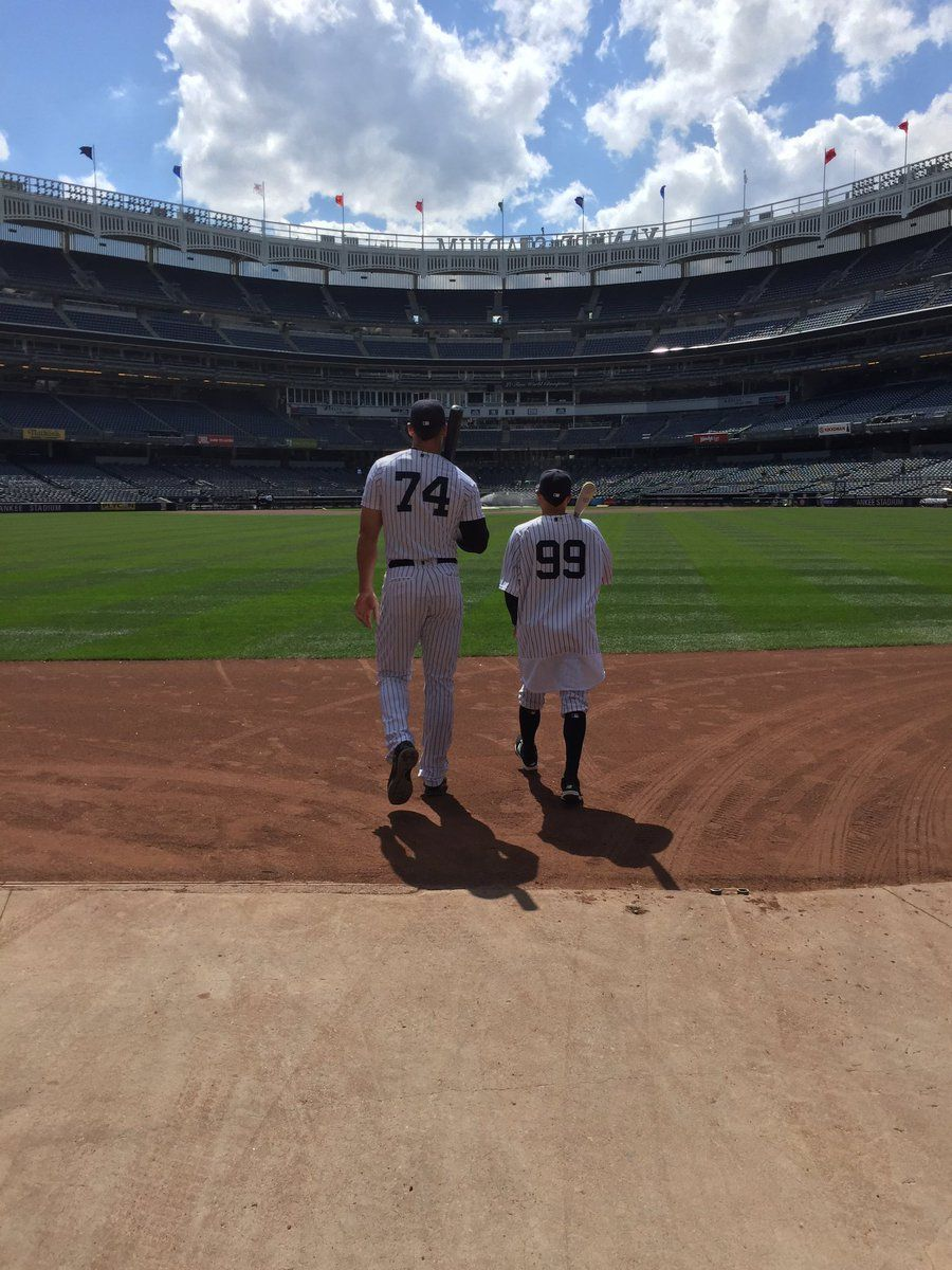 Aaron Judge and Ronald Torreyes swapped jerseys  96c99ecca22