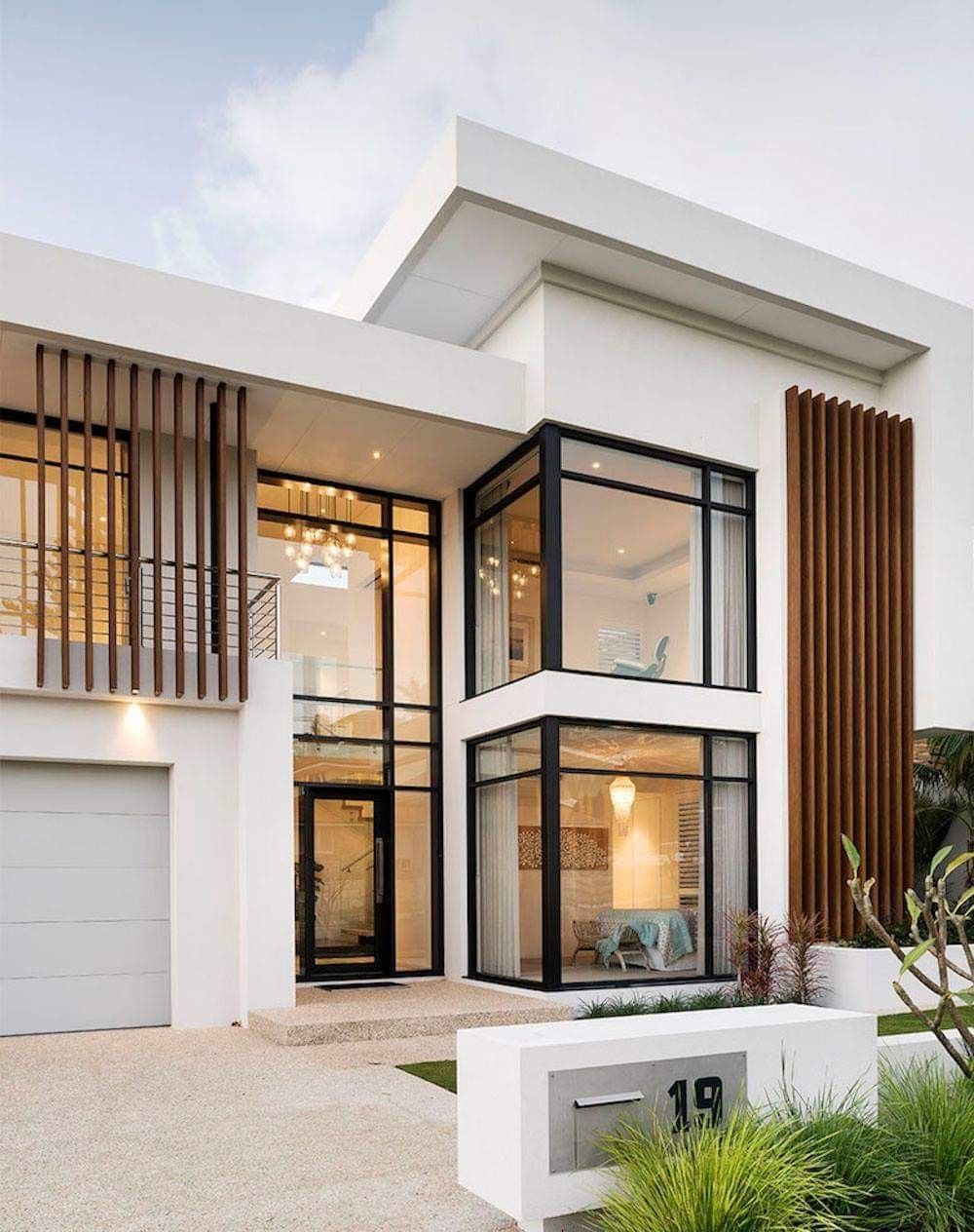 Pin By Hendri Irawan On Home Inspiration Modern House Facades Modern House Plans House Designs Exterior