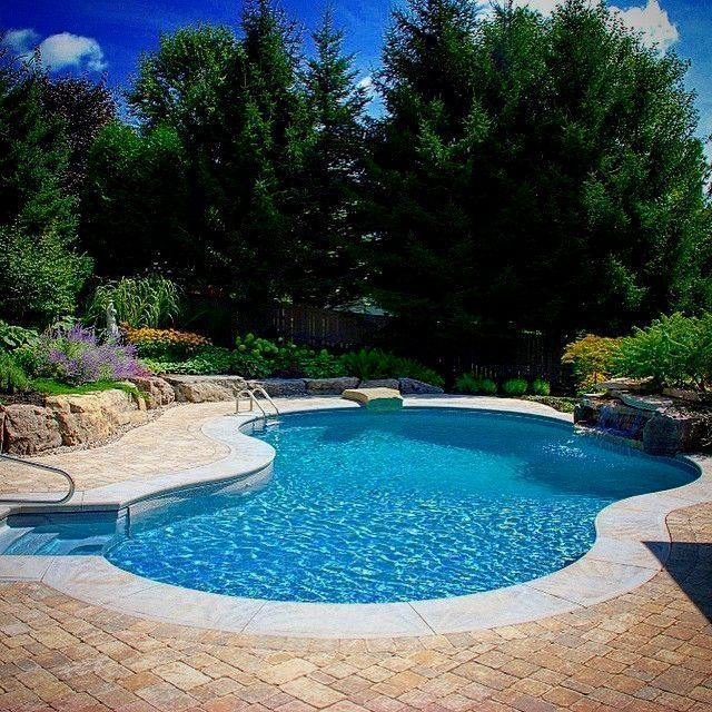 Beautifull Landscaped Backyard With Miami Inground Pool Featuring Dive Rock And Large Small Inground Pool Backyard Pool Landscaping Large Backyard Landscaping