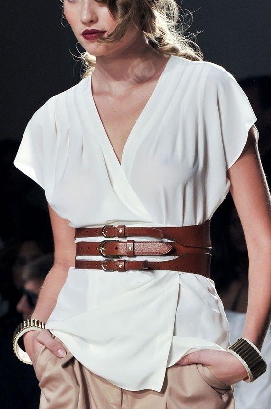 Comment porter une ceinture large     Ethno style   Belt, Leather ... af9b2523698
