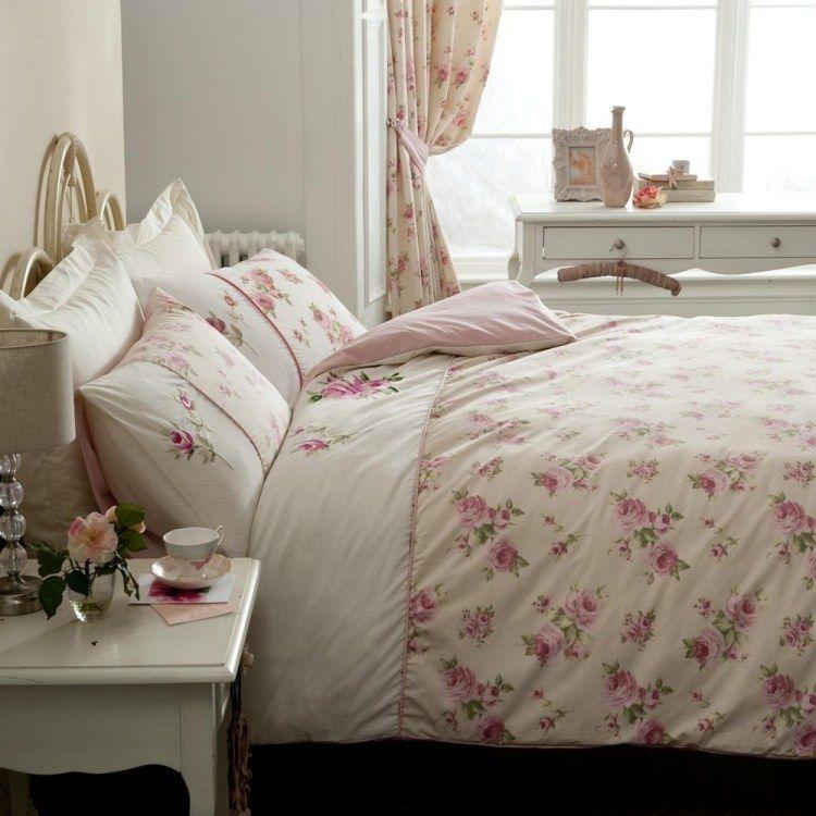 shabby chic schlafzimmer - schöne bettdecke mit rosenmuster ... - Schlafzimmer Ideen Deko Bettdecken
