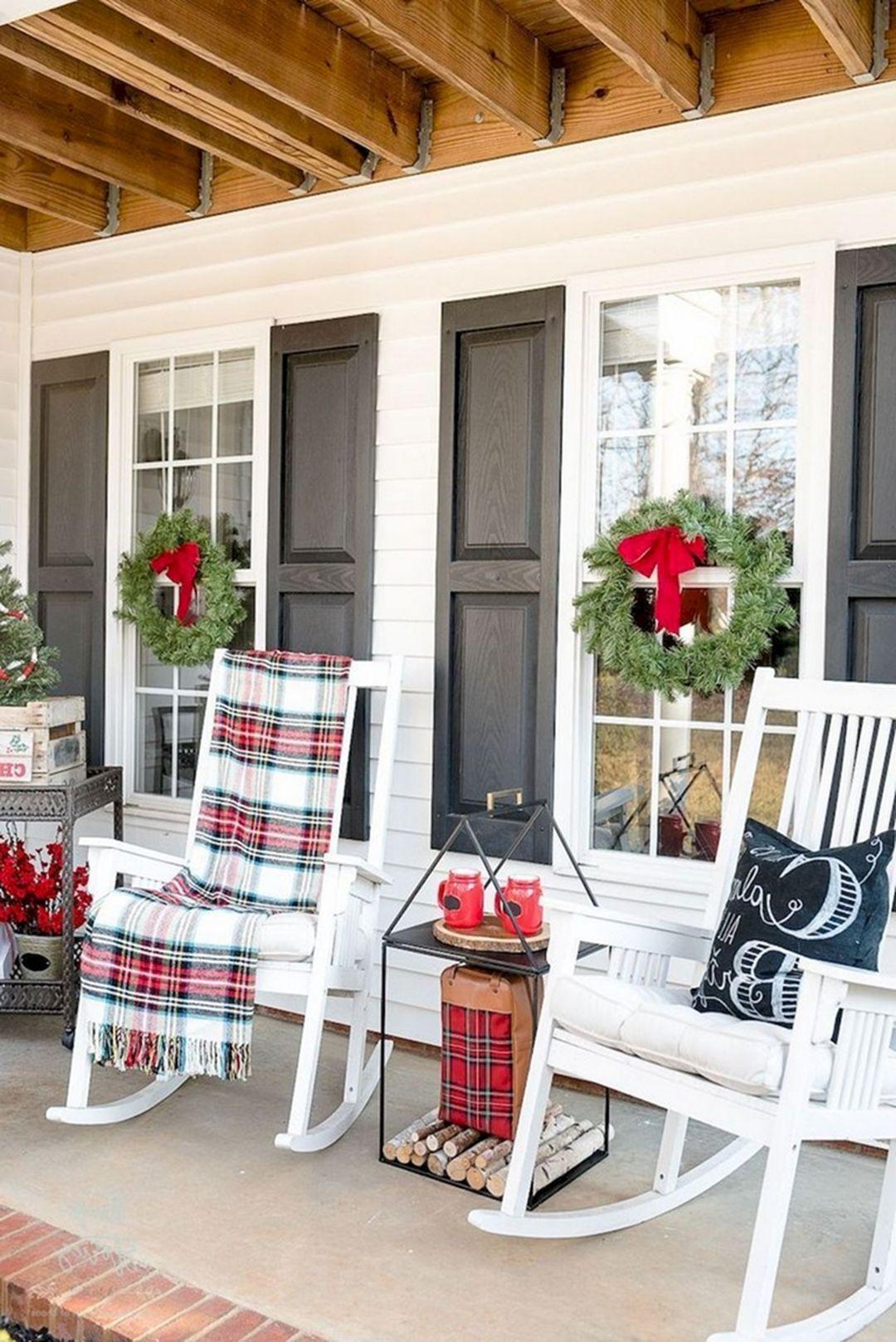 farmhouse outdoor christmas decor