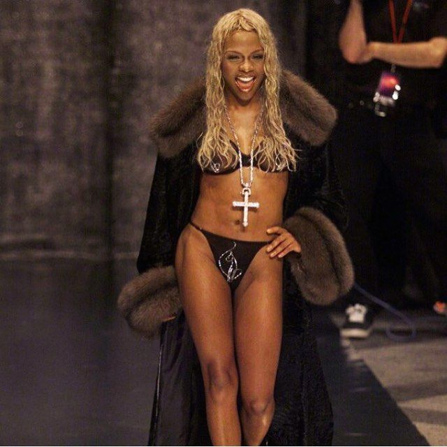lil-kim-bikini-pictures-fucking-tongue-in-pussy