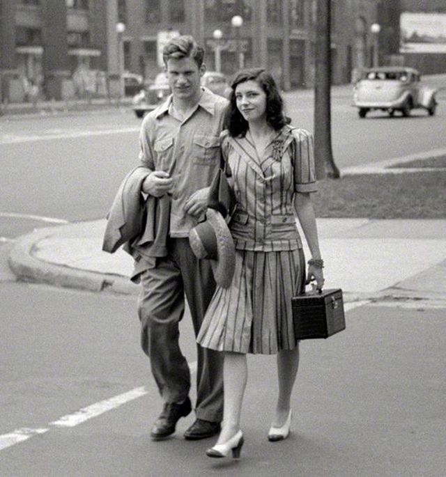 42 Old Snapshots Show What '40s