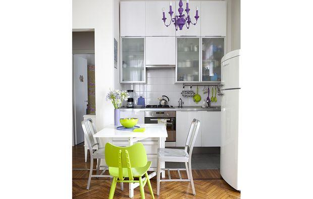 Mobili Bianchi ~ I mobili bianchi con ante laccate o a vetri e top inox sono