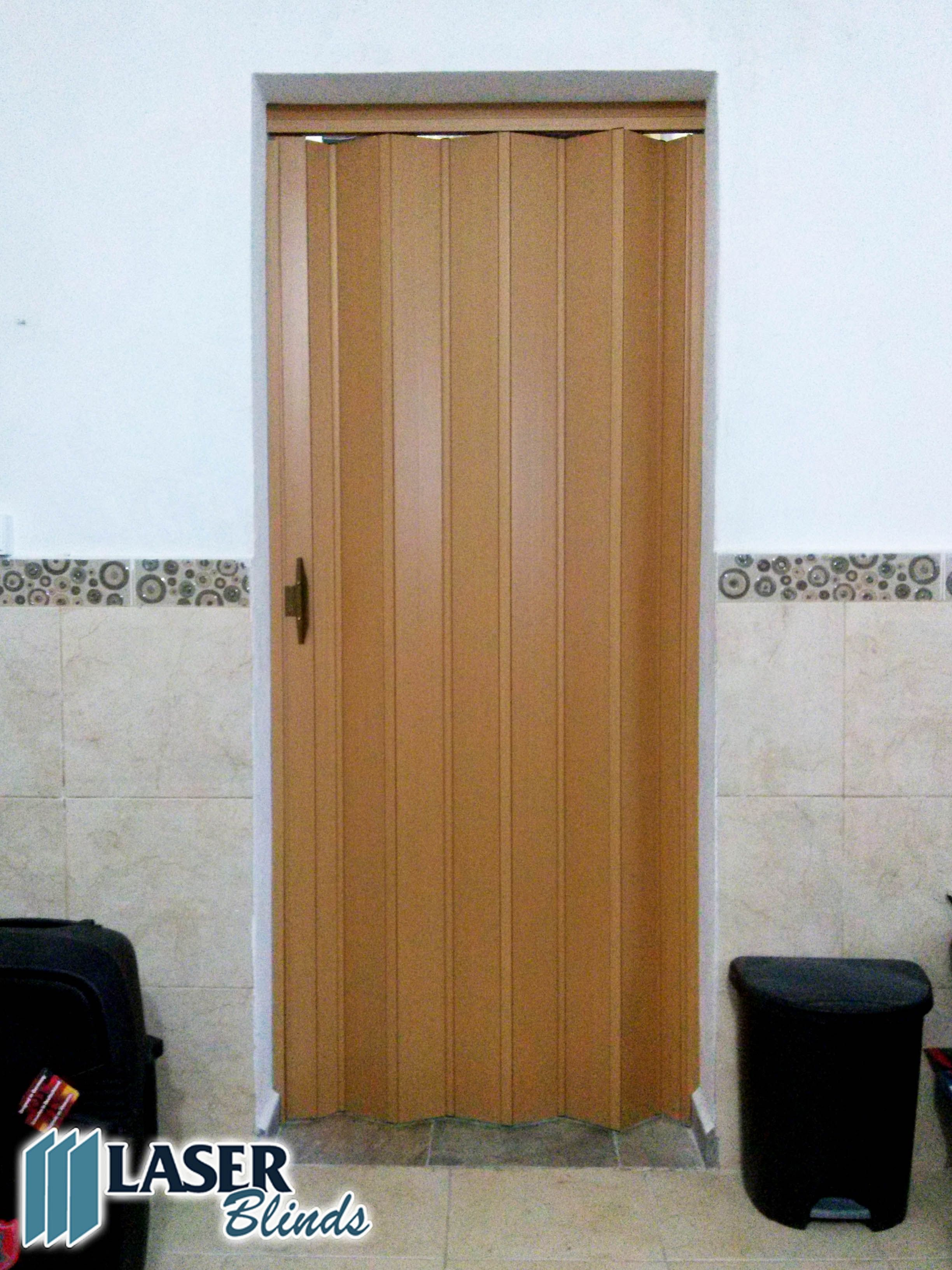 Puertas plegables de pvc color maple for Medidas estandar puertas interiores