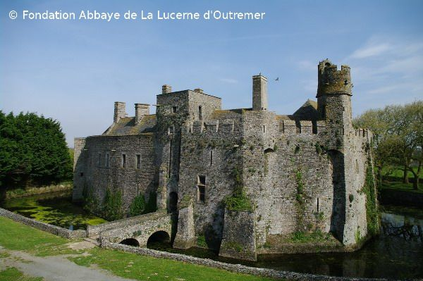 Chateau Fort De Pirou Xiie Xviie Siecle Adresses Horaires Tarifs Chateau Fort Chateau France Chateau