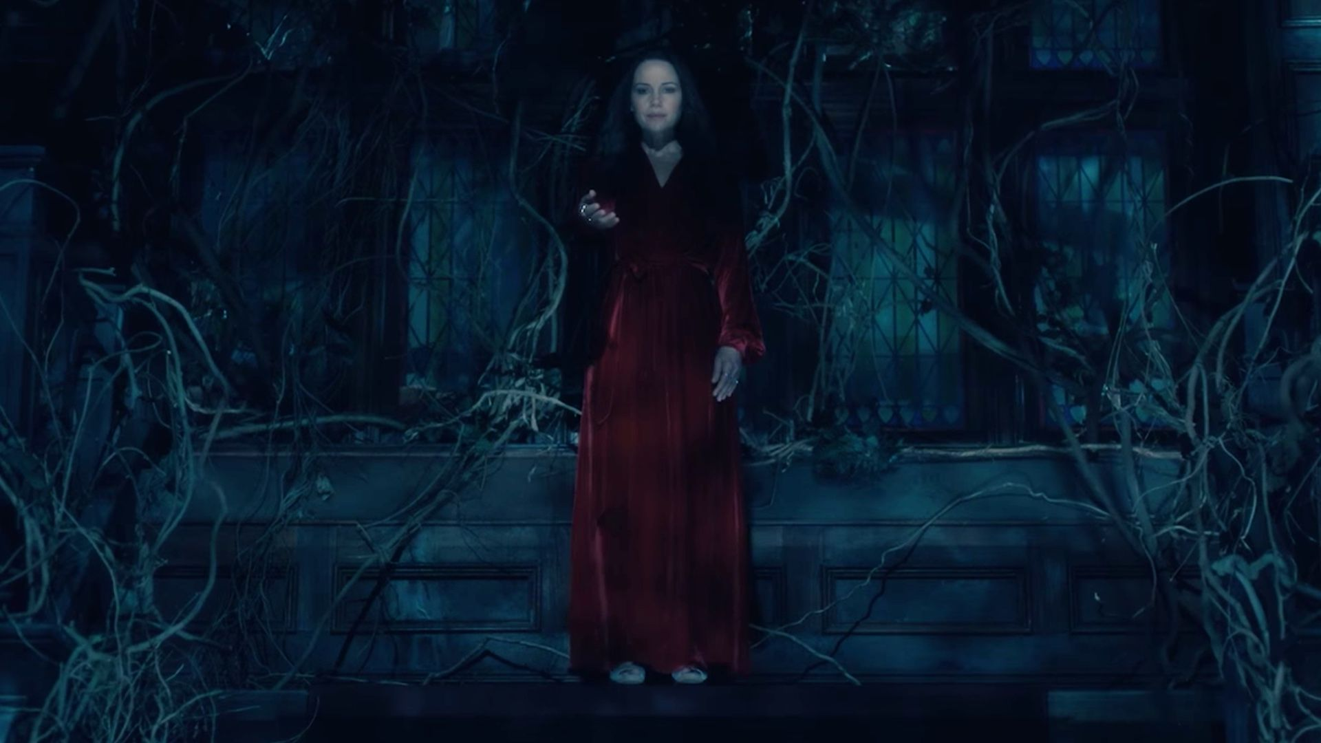 Awesomely Creepy Full Trailer For Netflix S New Horror Series The Haunting Of Hill House Carla Gugino Residencia Serie Netflix