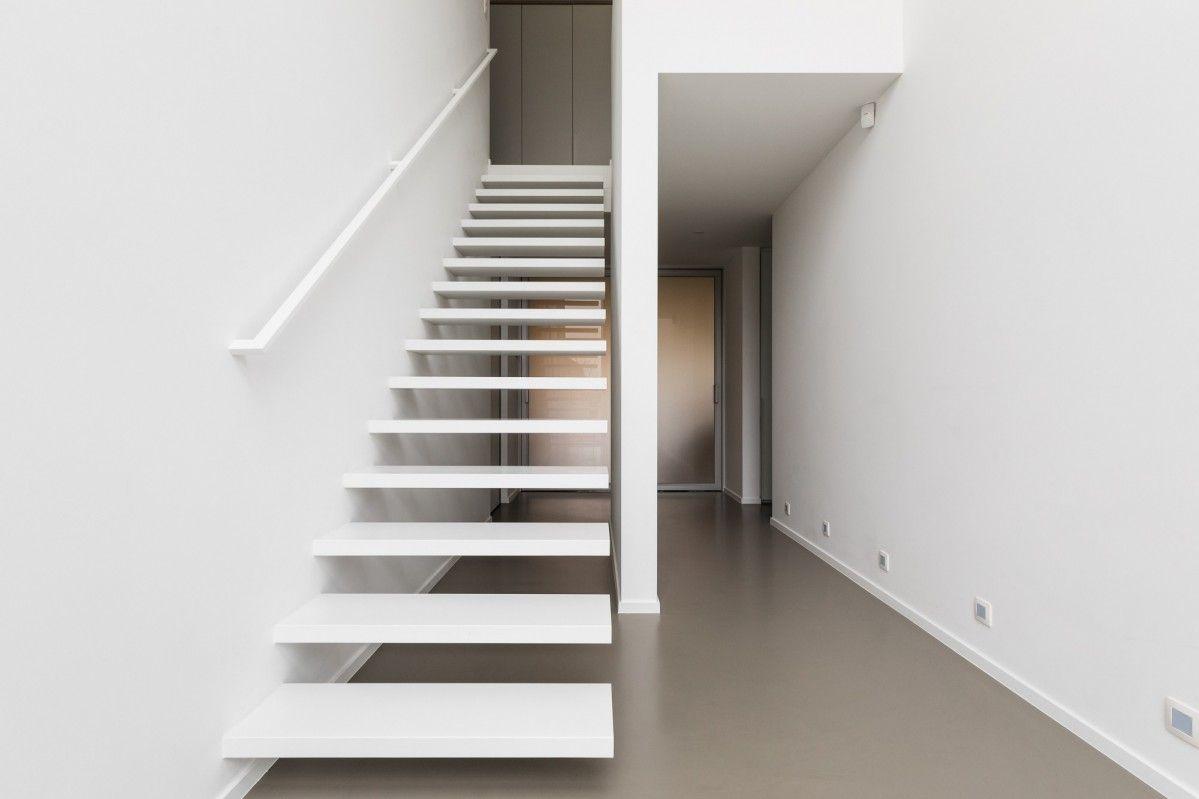 Prijs Zwevende Trap : De wallclimber white flat is een zwevende design trap van genico