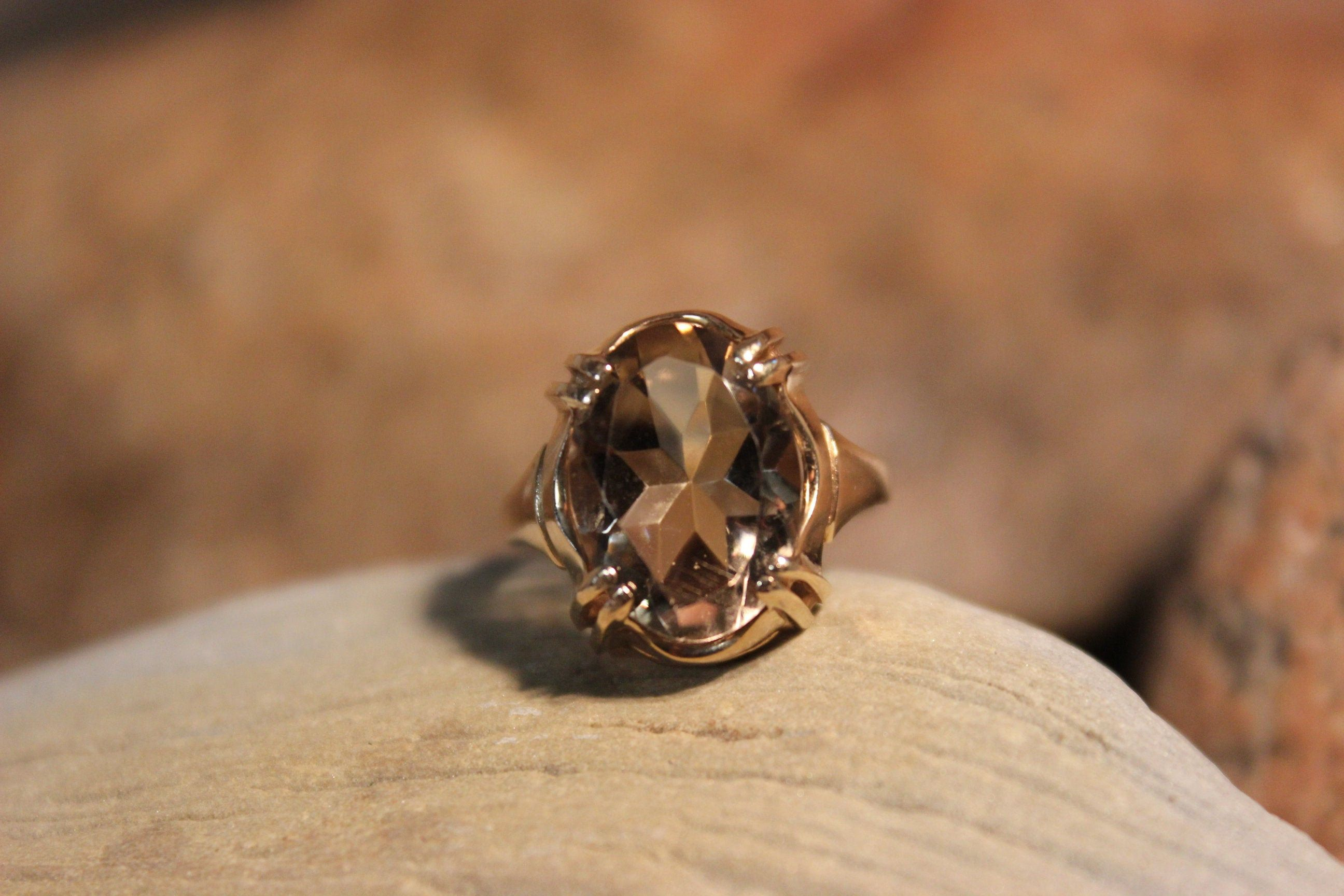 1980 S Vintage 10k Solid Gold Starburst Citrine Ring 3 9 Grams Size 6 Yellow Gold Citrine Ring Vintage G In 2020 Vintage Gold Rings Gold Starburst Wolf Tooth Necklace