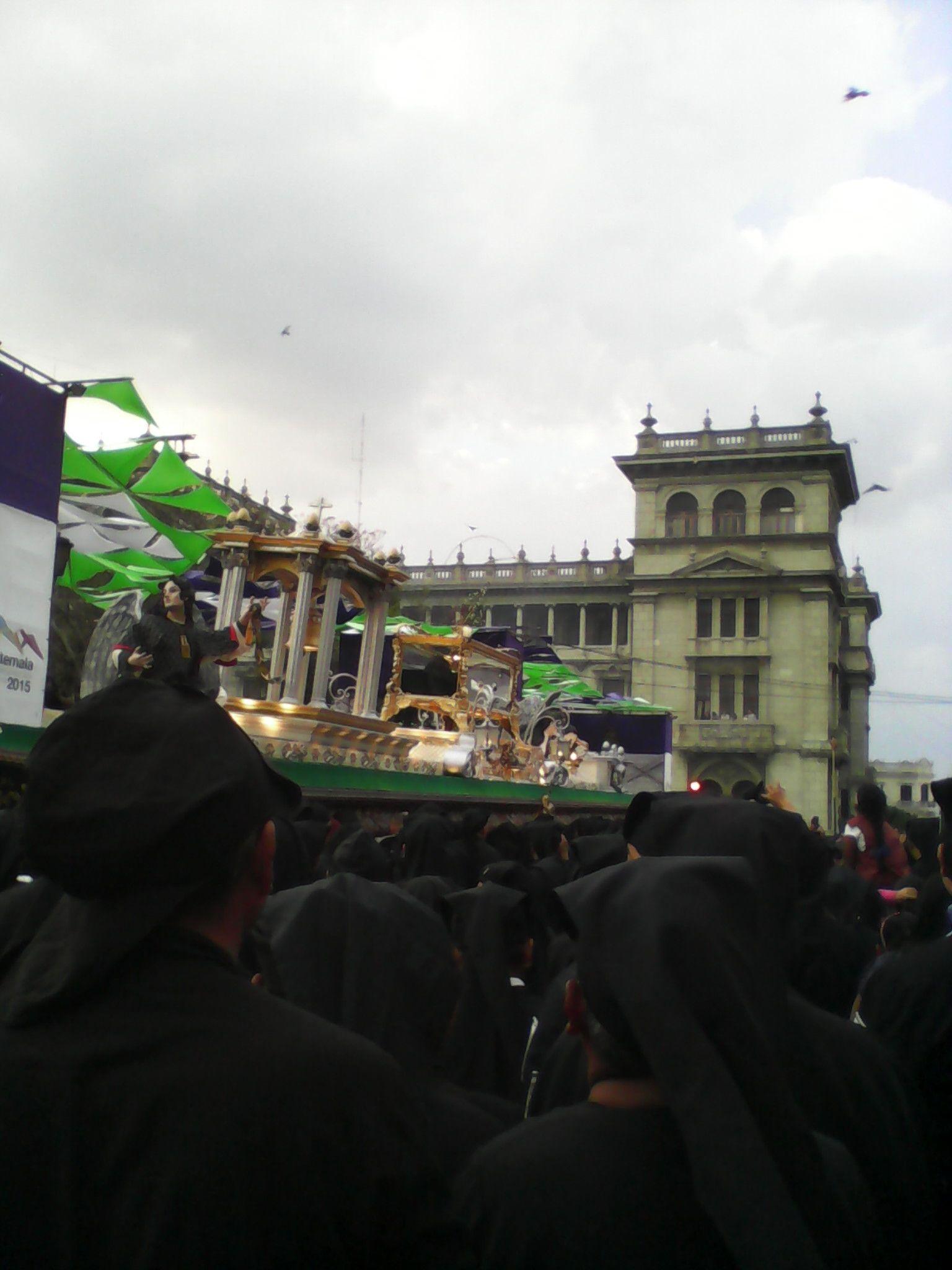Semana Santa - Procesión Sepultado de Santo Domingo (Guatemala, 2014)