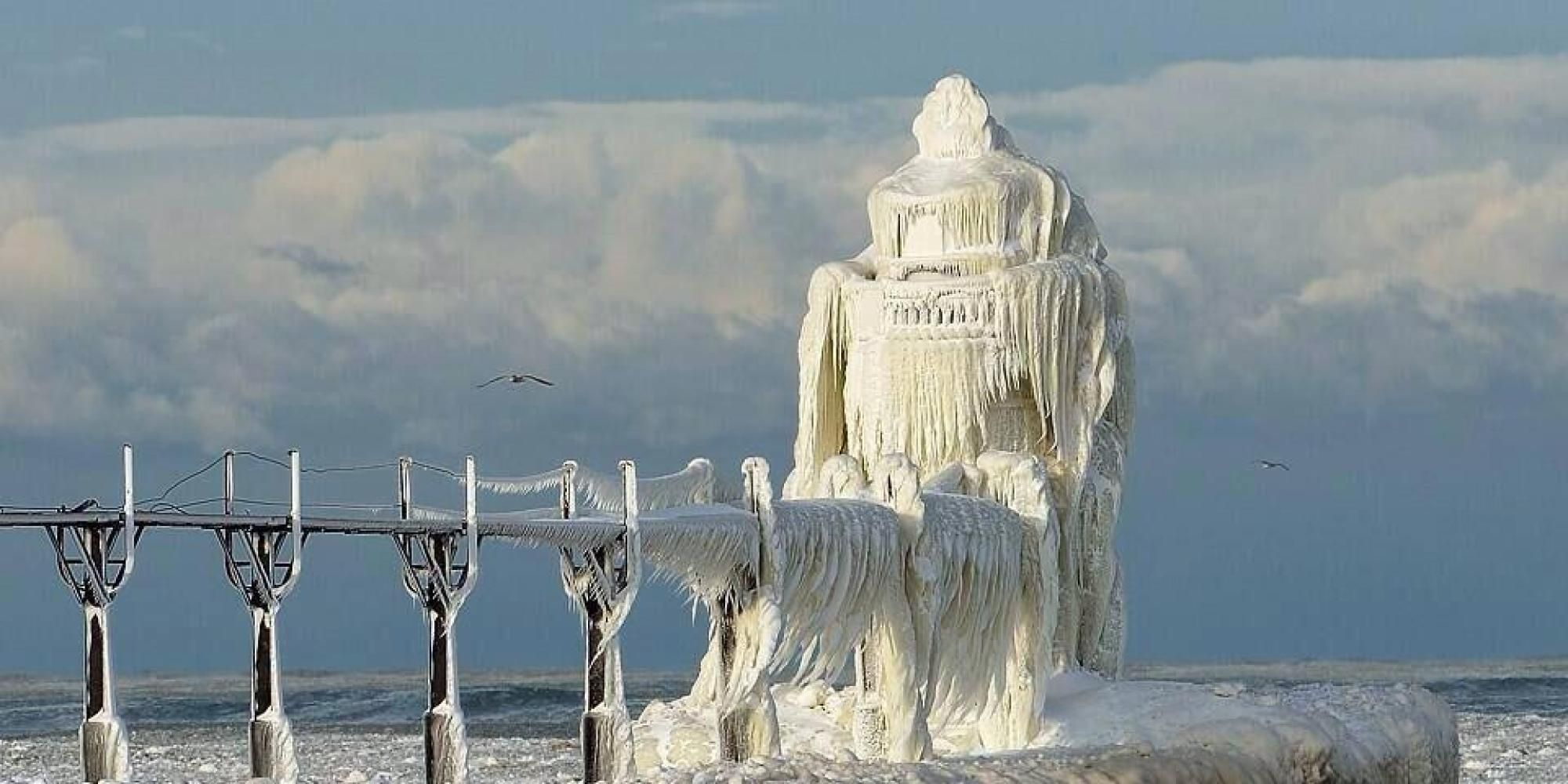 Viral Photo Of Frozen Lake Michigan Lighthouse Is Kind Of A