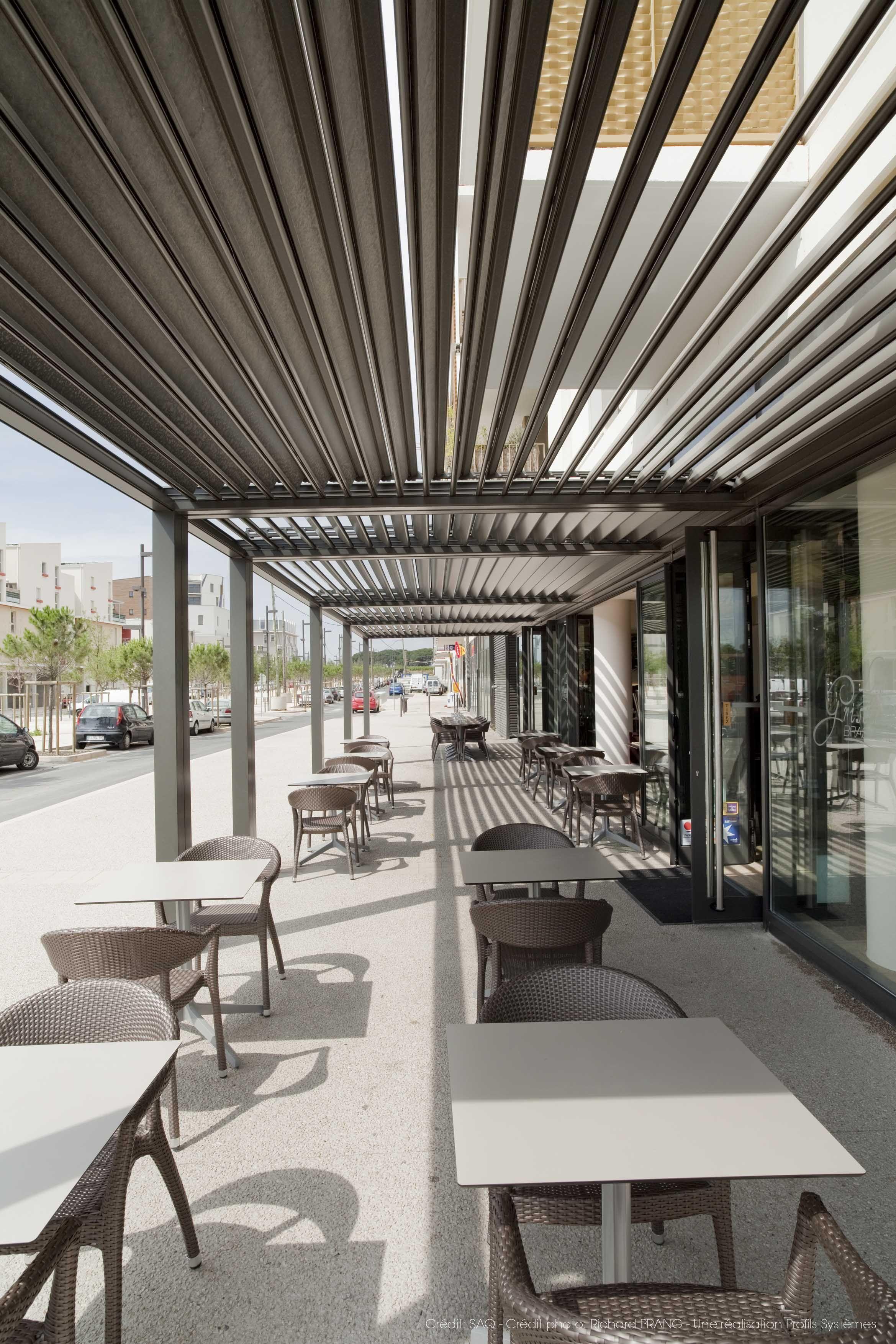 Une Terrasse, Un Café, Une Pergola Alu... Créateur Du0027espaces Extérieurs  Design, à Vivre, La Toiture BSO U0026 Pergola De Profils Systèmes Vous Protège  Du Soleil ...