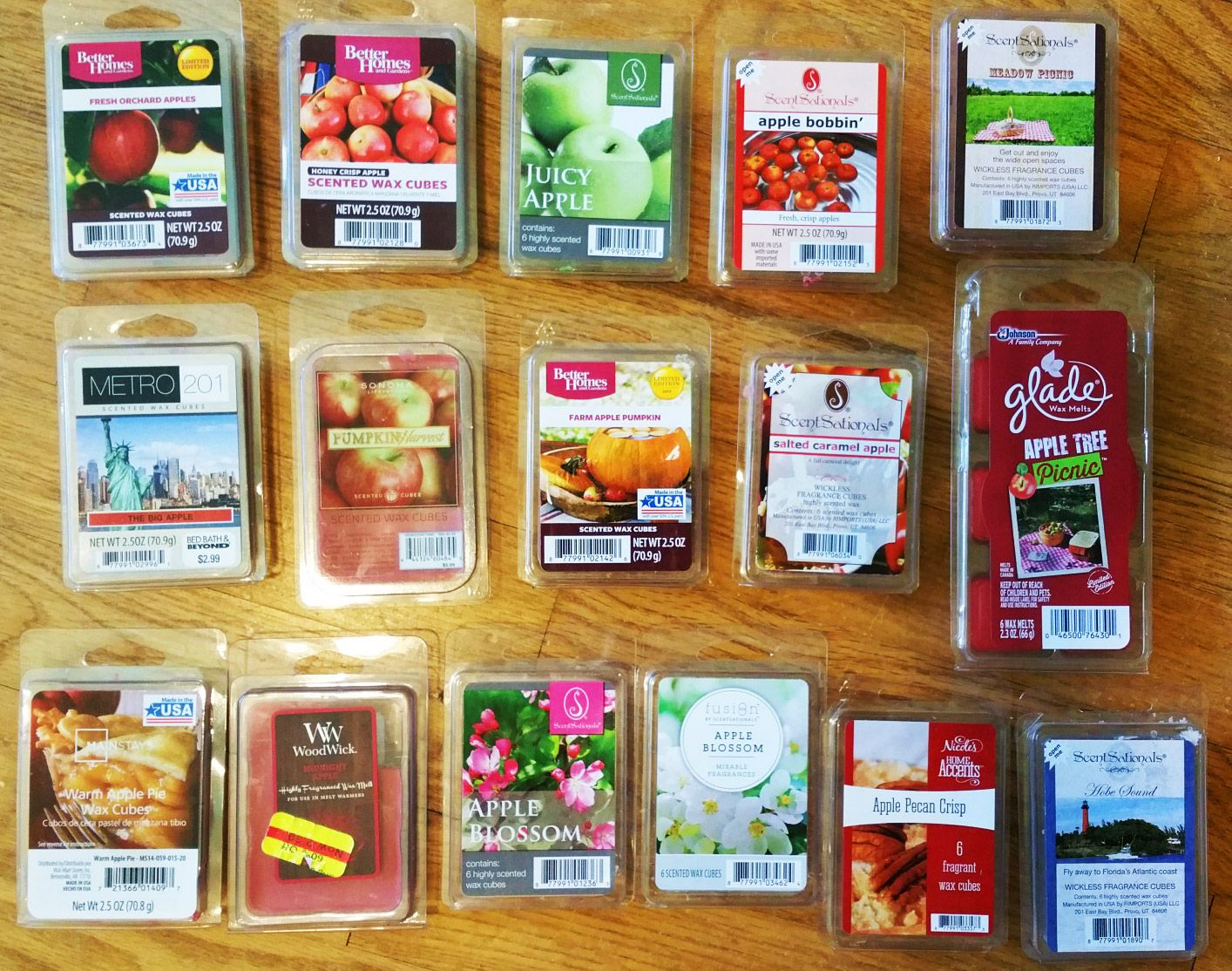 Reviews of 16 Apple Scented Wax Melts Retail Brands. http://www.scentedwaxreviews.com/2015/08/apple-scented-wax.html